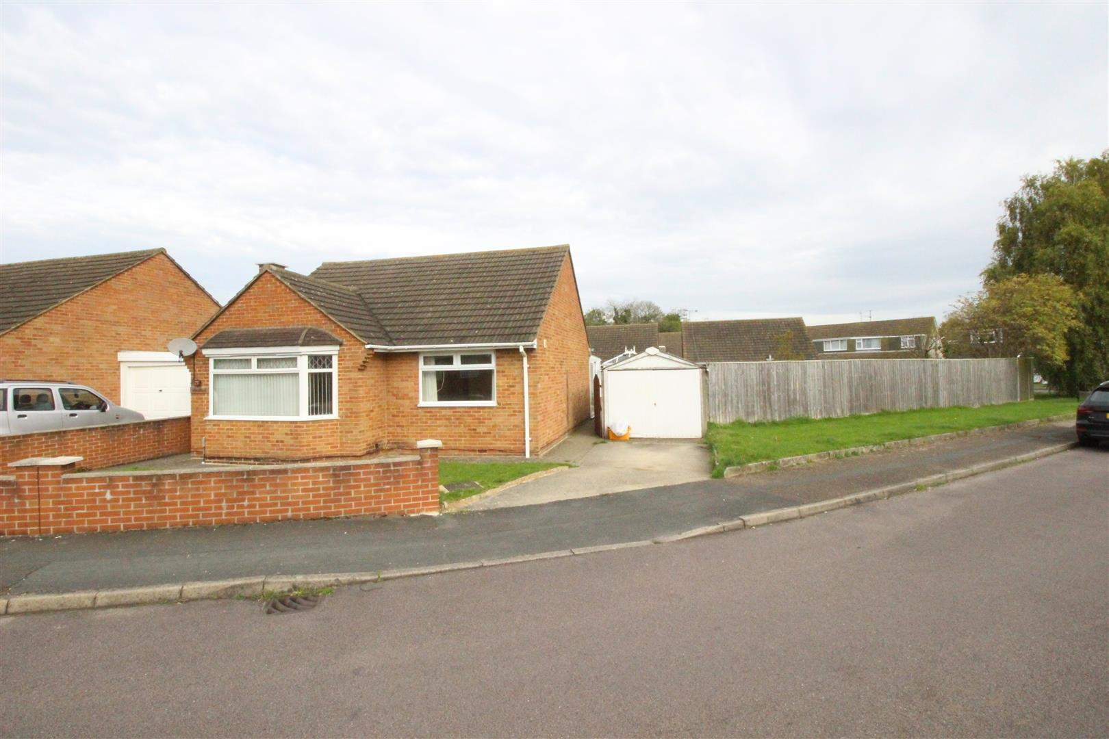 2 Bedrooms Bungalow for sale in Abington Way, Queensfield, Swindon